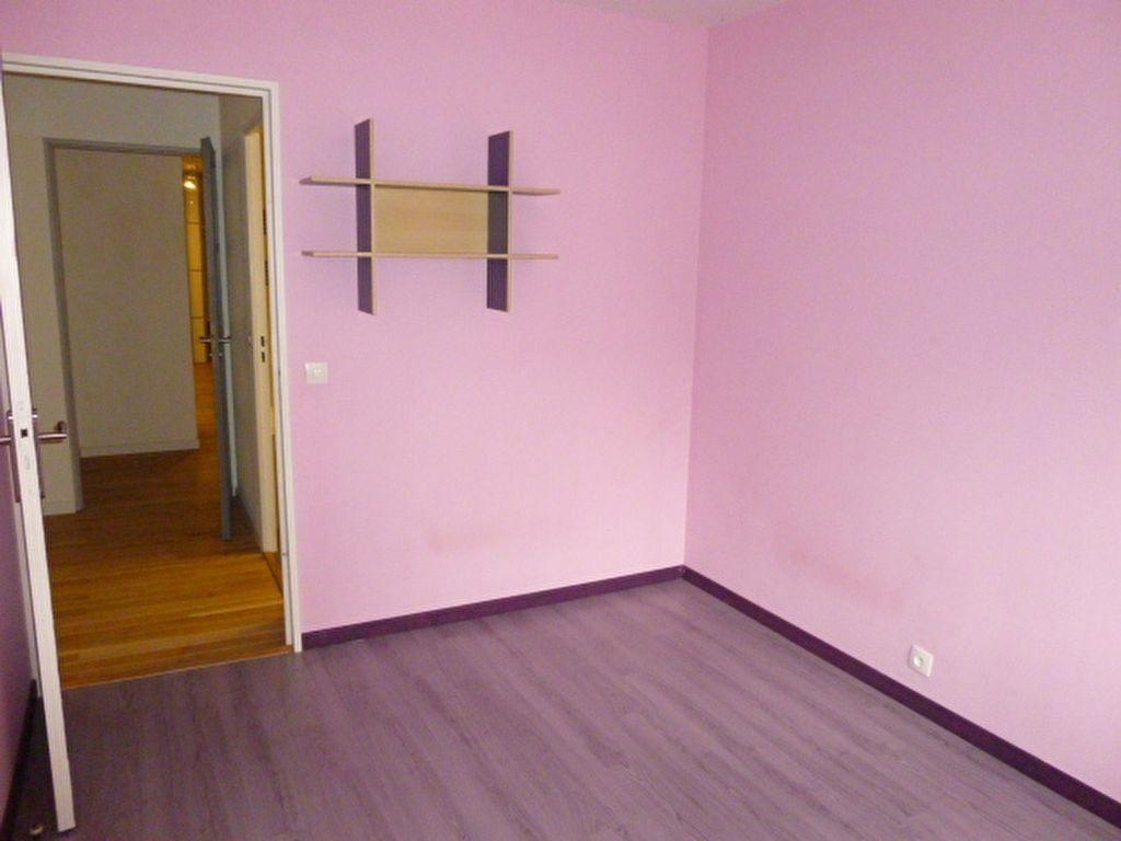 Appartement à louer 4 79m2 à Issy-les-Moulineaux vignette-8