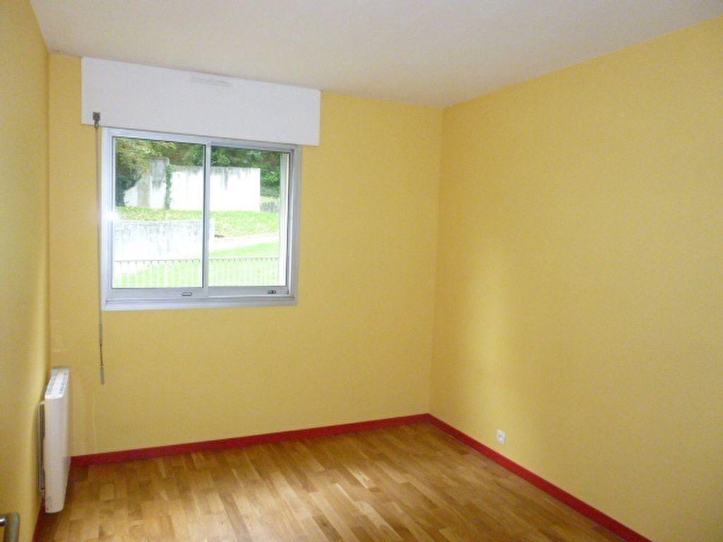 Appartement à louer 4 79m2 à Issy-les-Moulineaux vignette-9