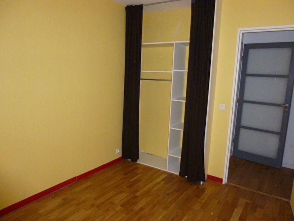 Appartement à louer 4 79m2 à Issy-les-Moulineaux vignette-10