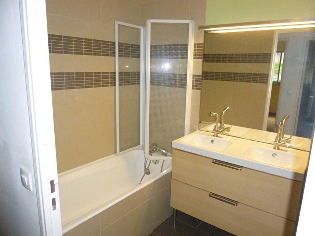 Appartement à louer 4 79m2 à Issy-les-Moulineaux vignette-11