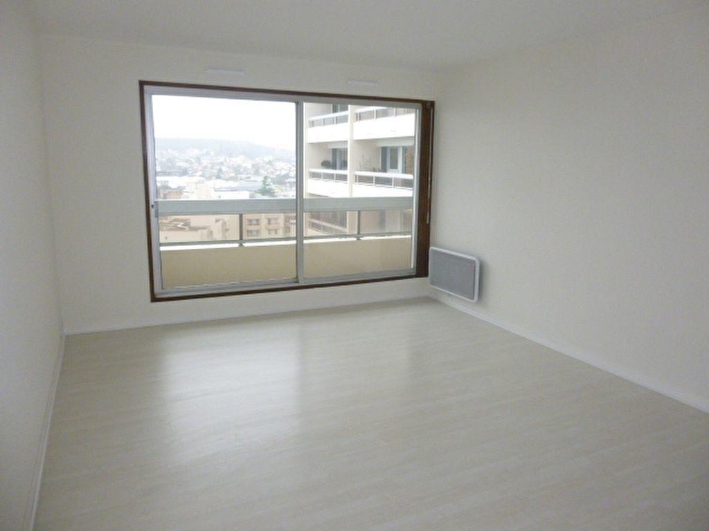 Appartement à louer 3 64.43m2 à Issy-les-Moulineaux vignette-2
