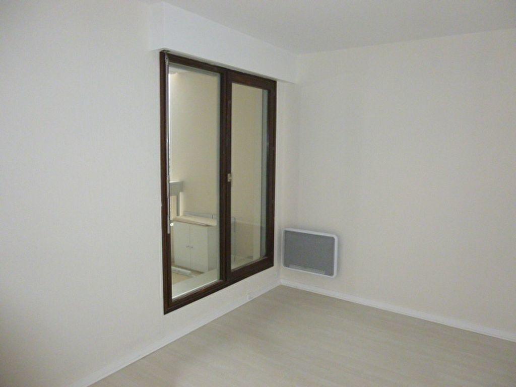 Appartement à louer 3 64.43m2 à Issy-les-Moulineaux vignette-8