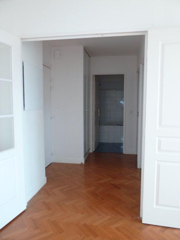 Appartement à louer 2 43.08m2 à Issy-les-Moulineaux vignette-2