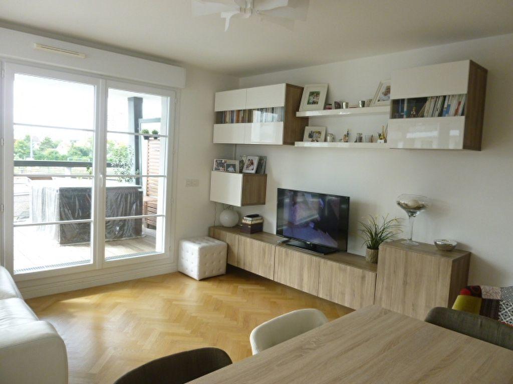 Appartement à louer 3 69.9m2 à Issy-les-Moulineaux vignette-1