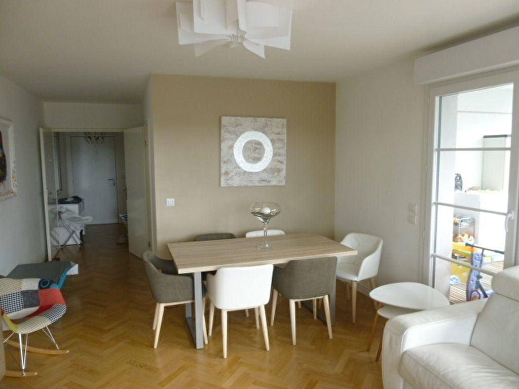 Appartement à louer 3 69.9m2 à Issy-les-Moulineaux vignette-2