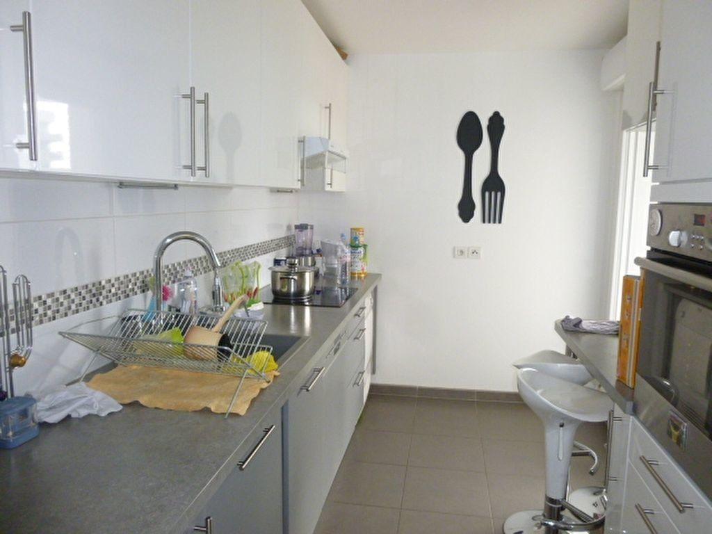 Appartement à louer 3 69.9m2 à Issy-les-Moulineaux vignette-6