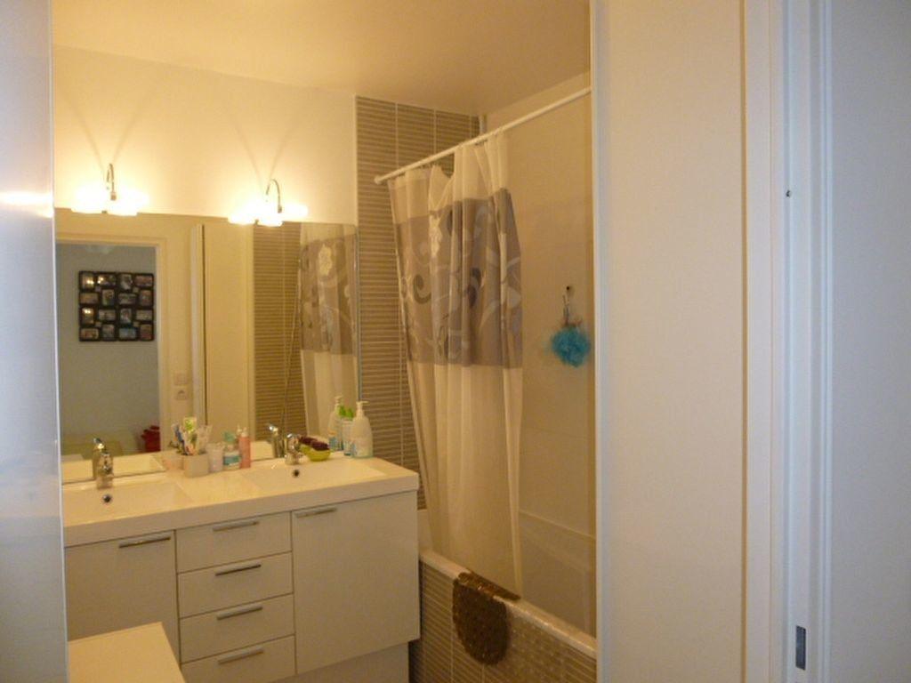 Appartement à louer 3 69.9m2 à Issy-les-Moulineaux vignette-11