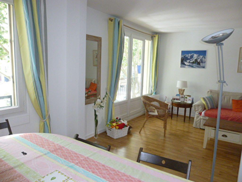 Appartement à louer 3 74.58m2 à Issy-les-Moulineaux vignette-1