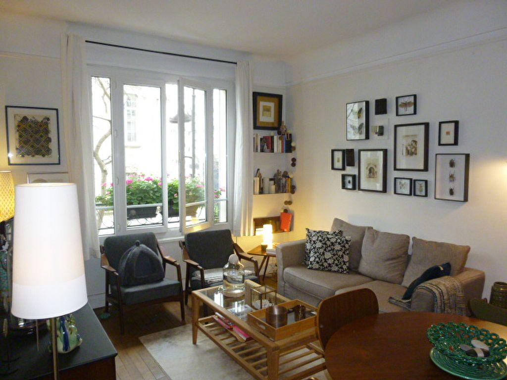 Appartement à louer 2 46m2 à Paris 15 vignette-1