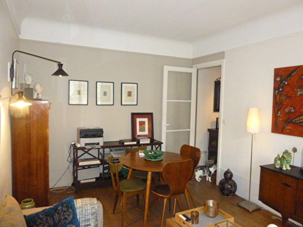 Appartement à louer 2 46m2 à Paris 15 vignette-2