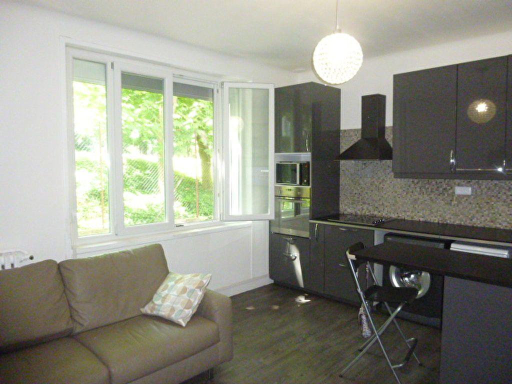 Appartement à louer 3 50.02m2 à Issy-les-Moulineaux vignette-1