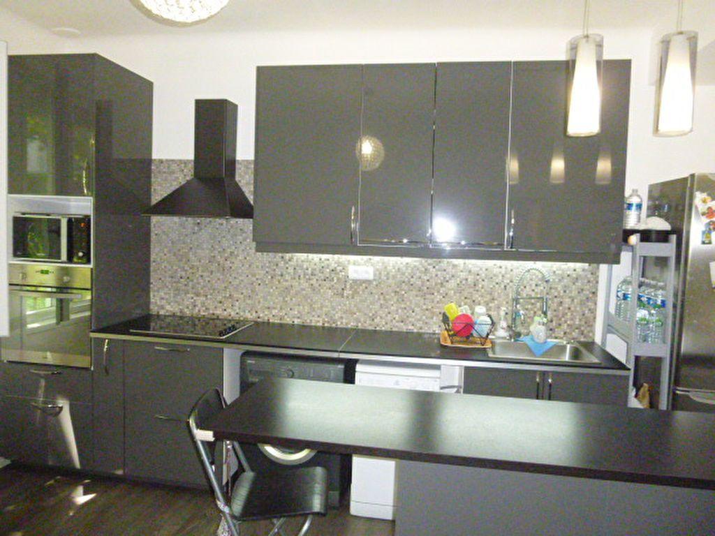 Appartement à louer 3 50.02m2 à Issy-les-Moulineaux vignette-2