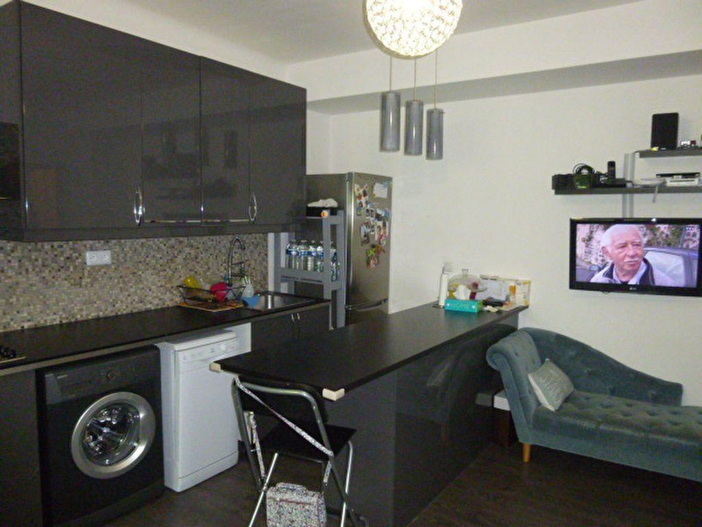 Appartement à louer 3 50.02m2 à Issy-les-Moulineaux vignette-3