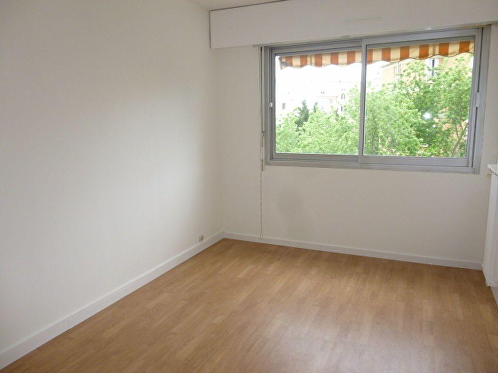 Appartement à louer 2 40m2 à Issy-les-Moulineaux vignette-3