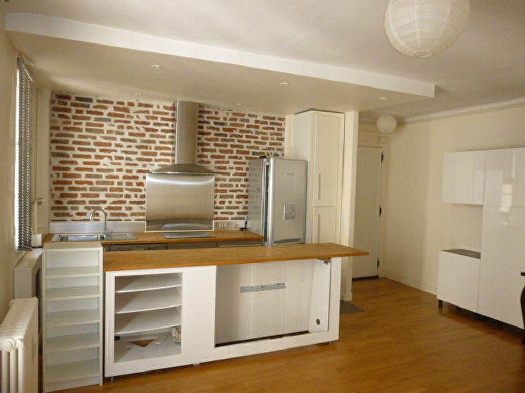 Appartement à louer 2 49.63m2 à Issy-les-Moulineaux vignette-1
