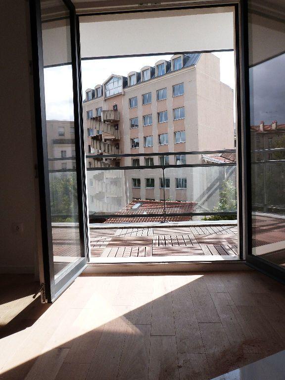 Appartement à louer 2 45.51m2 à Issy-les-Moulineaux vignette-2