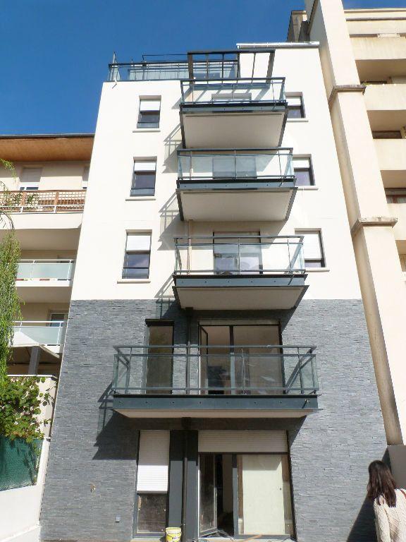 Appartement à louer 2 45.51m2 à Issy-les-Moulineaux vignette-8