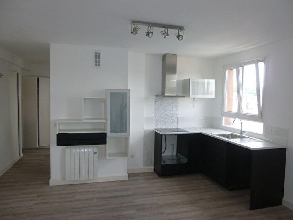 Appartement à louer 3 57.22m2 à Issy-les-Moulineaux vignette-1