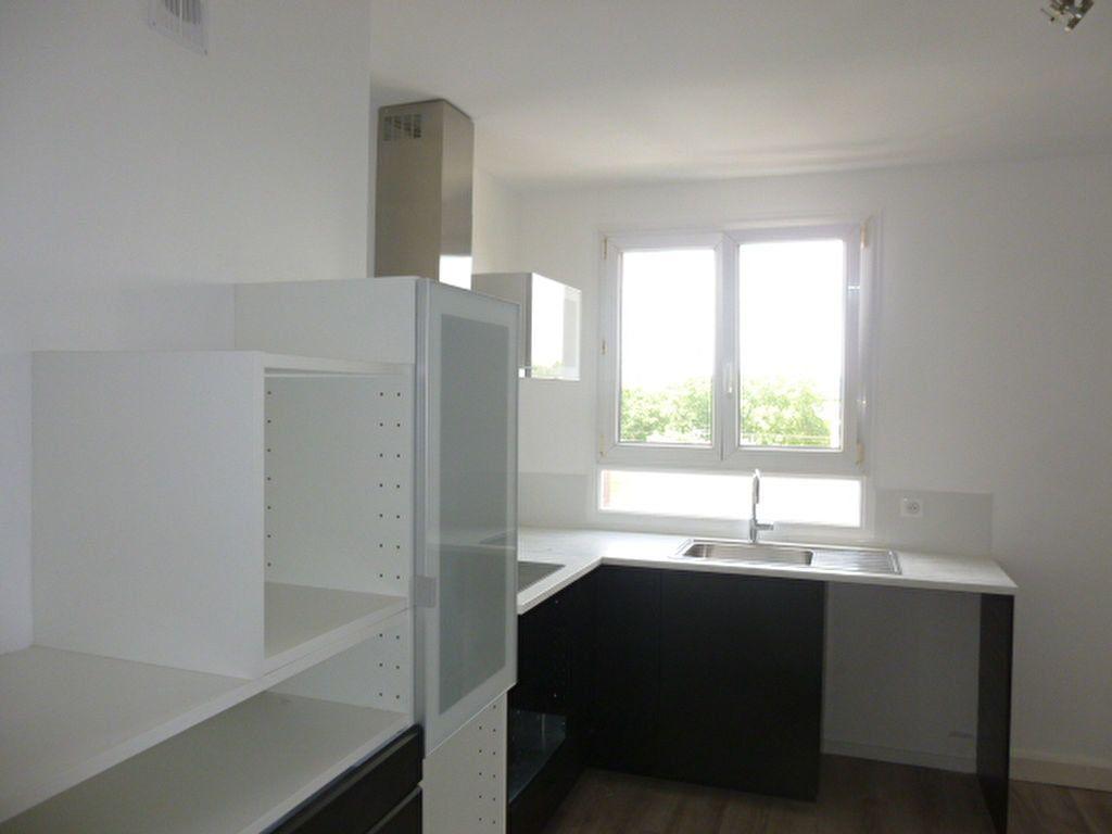 Appartement à louer 3 57.22m2 à Issy-les-Moulineaux vignette-2