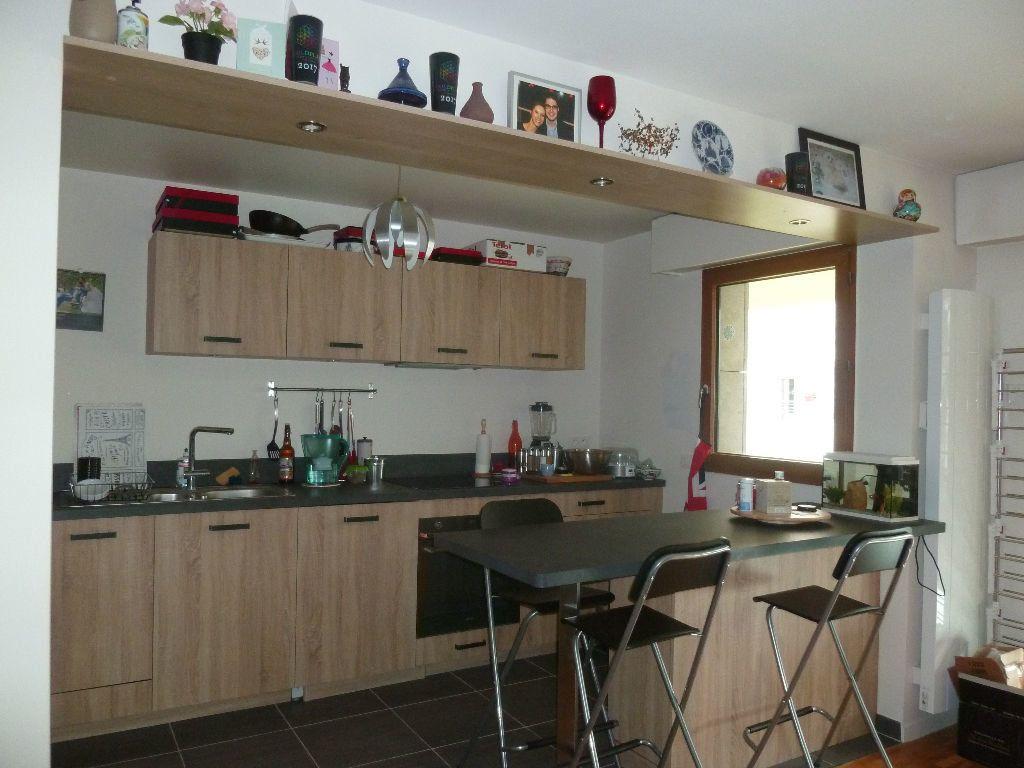 Appartement à louer 3 70.7m2 à Issy-les-Moulineaux vignette-1