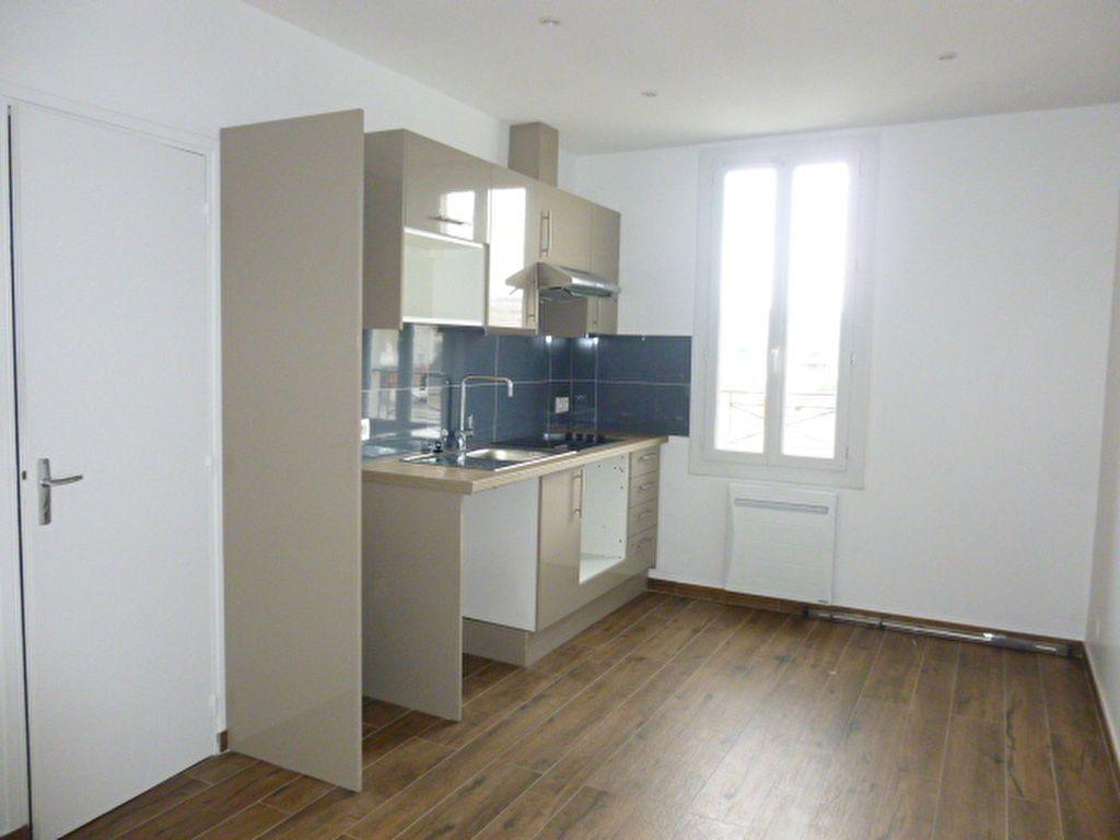 Appartement à louer 2 22.57m2 à Issy-les-Moulineaux vignette-1