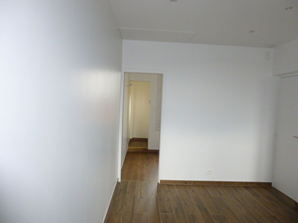 Appartement à louer 2 22.57m2 à Issy-les-Moulineaux vignette-2