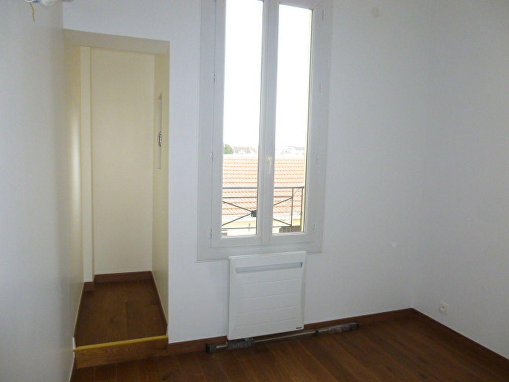 Appartement à louer 2 22.57m2 à Issy-les-Moulineaux vignette-3