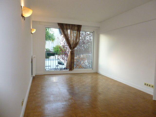 Appartement à louer 2 50.02m2 à Issy-les-Moulineaux vignette-1