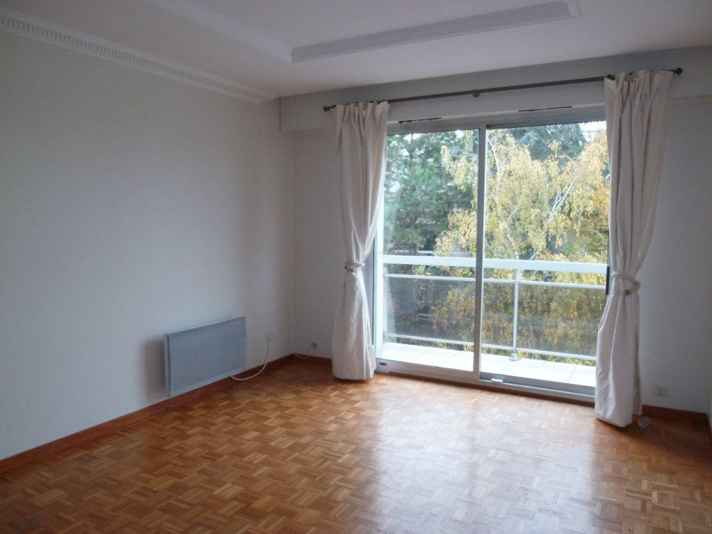 Appartement à louer 3 60.19m2 à Vanves vignette-2
