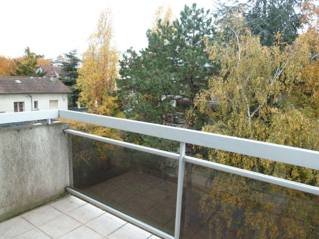 Appartement à louer 3 60.19m2 à Vanves vignette-3