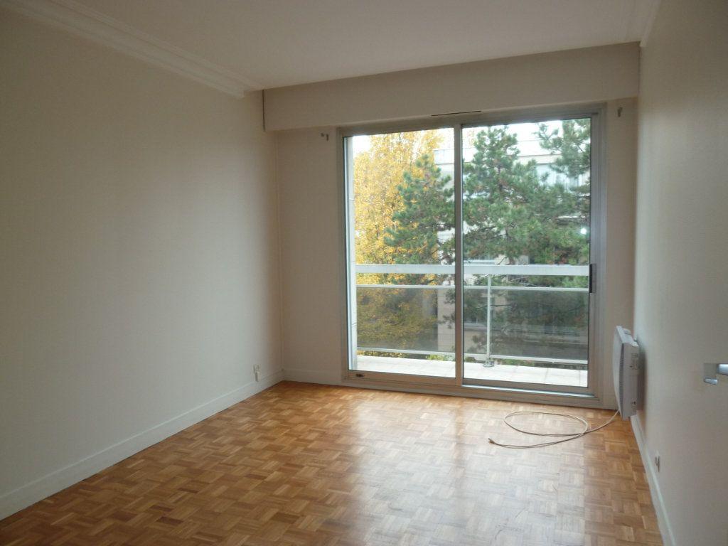 Appartement à louer 3 60.19m2 à Vanves vignette-8