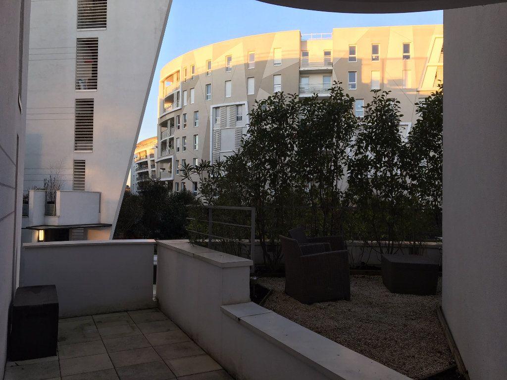 Appartement à louer 2 44.25m2 à Issy-les-Moulineaux vignette-1
