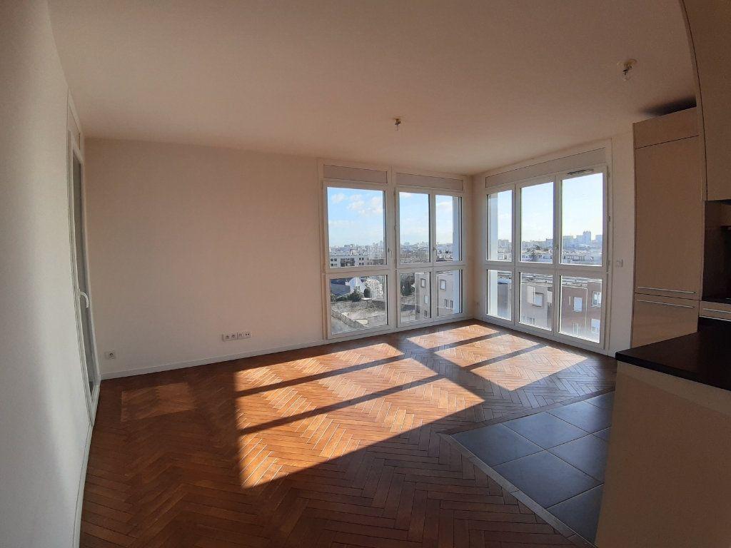 Appartement à louer 4 75.6m2 à Issy-les-Moulineaux vignette-1