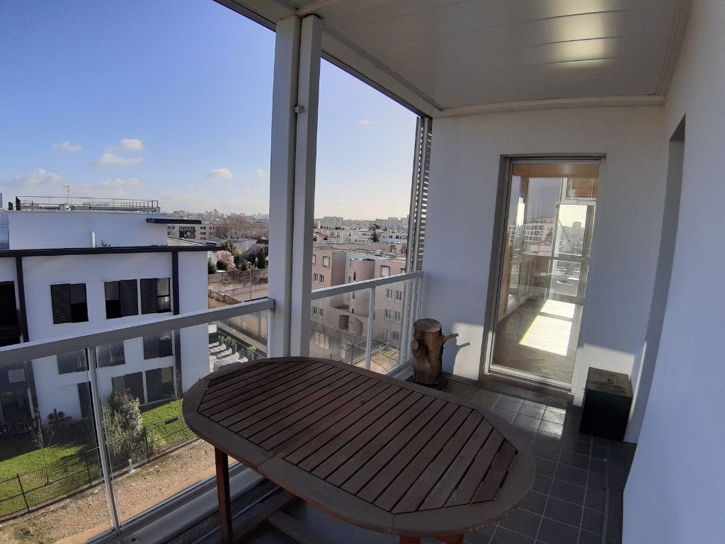 Appartement à louer 4 75.6m2 à Issy-les-Moulineaux vignette-2