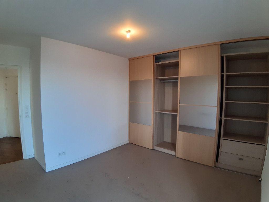 Appartement à louer 4 75.6m2 à Issy-les-Moulineaux vignette-7