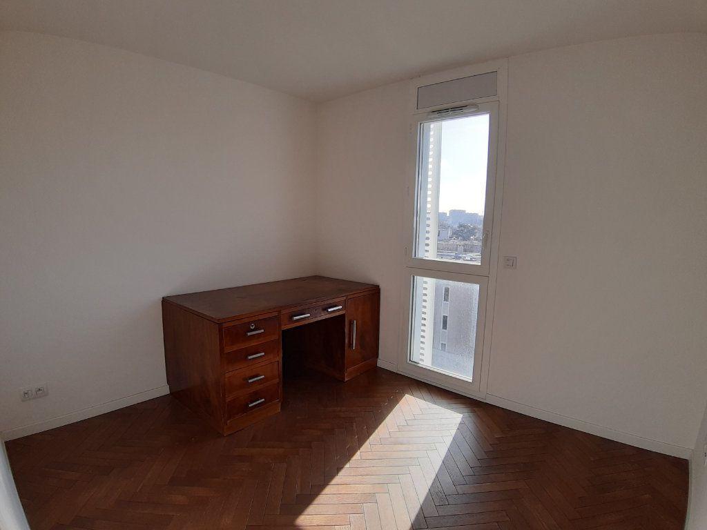 Appartement à louer 4 75.6m2 à Issy-les-Moulineaux vignette-9