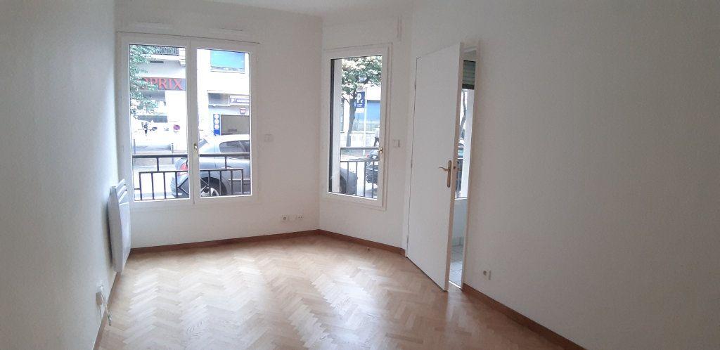Appartement à louer 1 23.75m2 à Issy-les-Moulineaux vignette-1