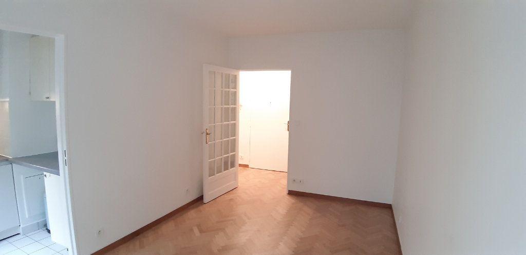Appartement à louer 1 23.75m2 à Issy-les-Moulineaux vignette-2