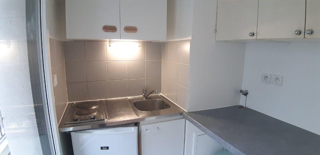 Appartement à louer 1 23.75m2 à Issy-les-Moulineaux vignette-4