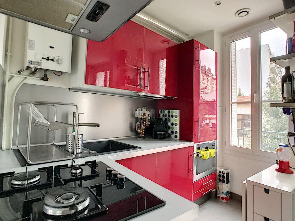 Appartement à louer 2 28.74m2 à Issy-les-Moulineaux vignette-3
