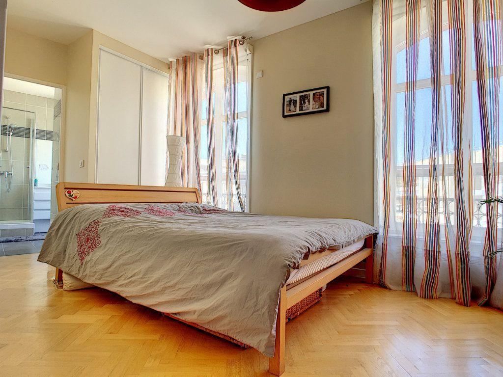 Appartement à vendre 5 98.64m2 à Issy-les-Moulineaux vignette-3