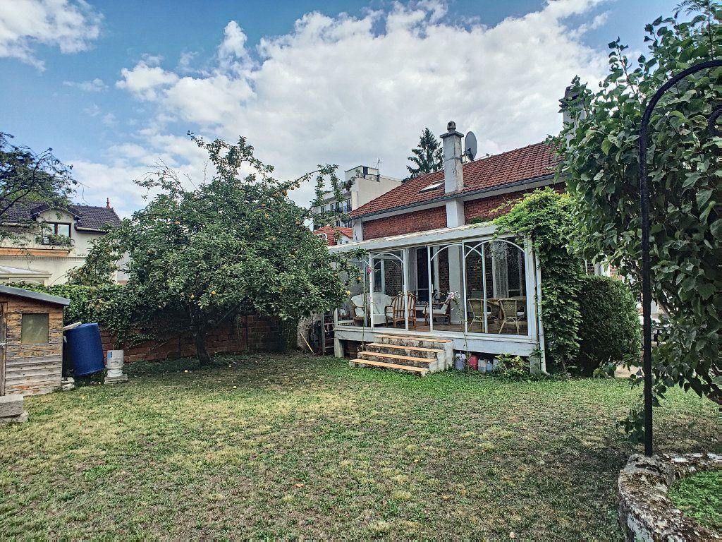 Maison à vendre 5 97m2 à Issy-les-Moulineaux vignette-3