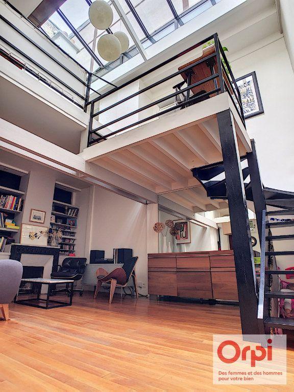Appartement à vendre 4 67.43m2 à Paris 15 vignette-1
