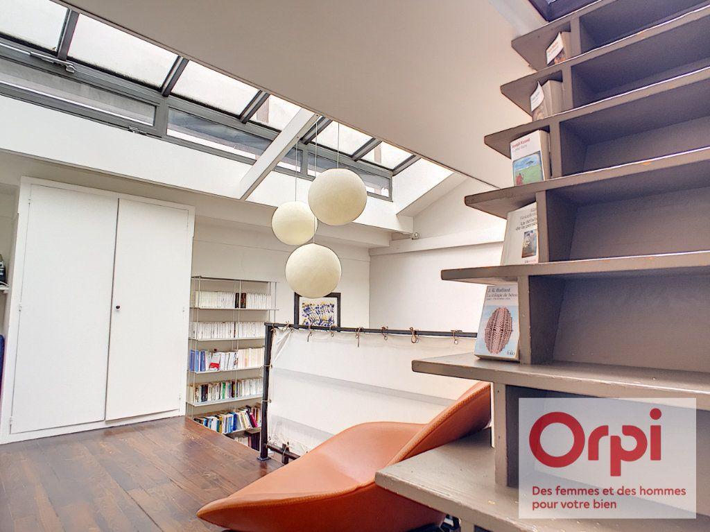 Appartement à vendre 4 67.43m2 à Paris 15 vignette-7