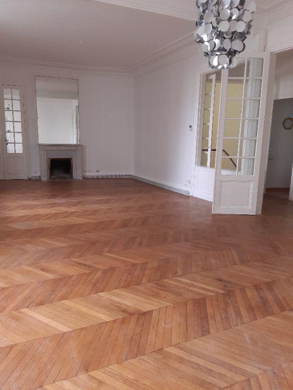 Appartement à louer 5 168.28m2 à Issy-les-Moulineaux vignette-1