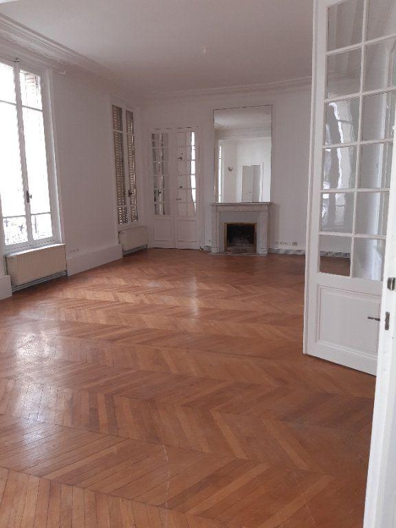Appartement à louer 5 168.28m2 à Issy-les-Moulineaux vignette-2