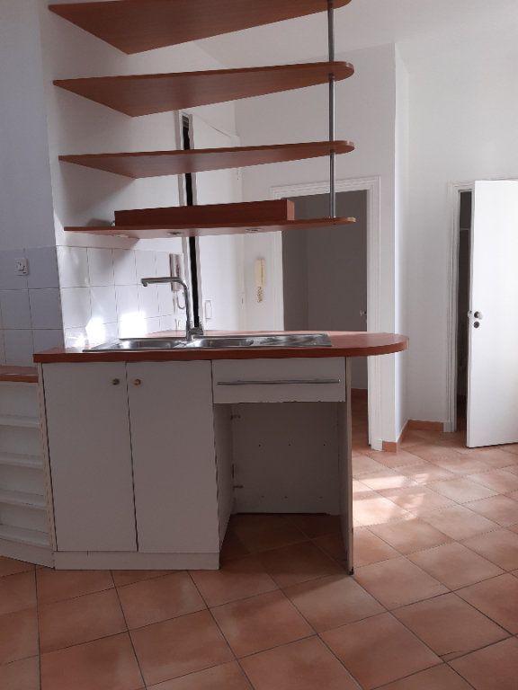 Appartement à louer 5 168.28m2 à Issy-les-Moulineaux vignette-4