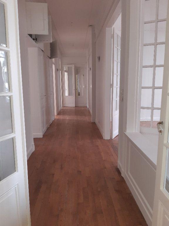 Appartement à louer 5 168.28m2 à Issy-les-Moulineaux vignette-6
