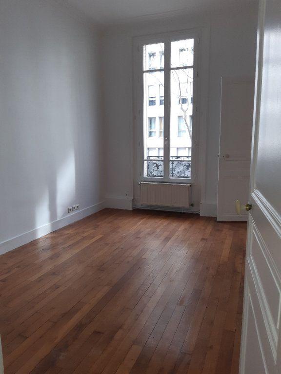 Appartement à louer 5 168.28m2 à Issy-les-Moulineaux vignette-7