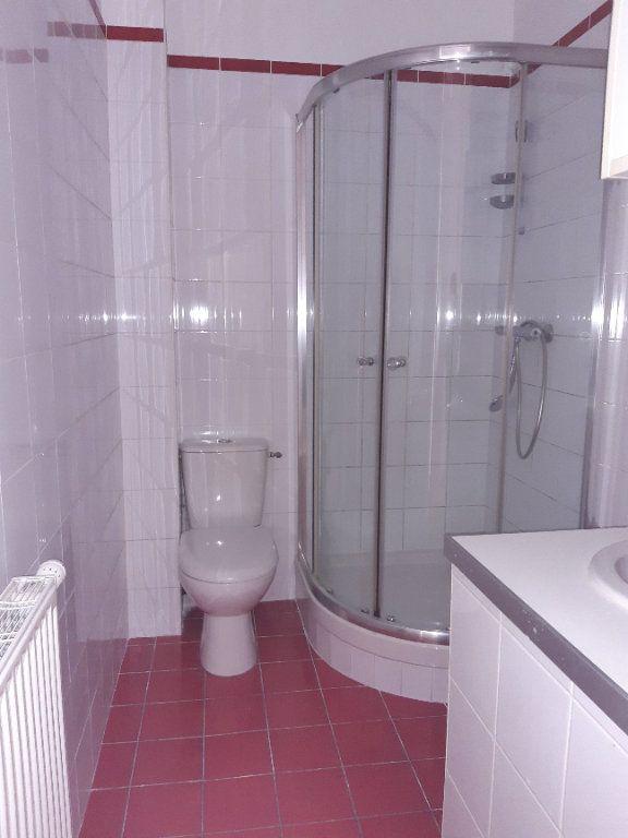 Appartement à louer 5 168.28m2 à Issy-les-Moulineaux vignette-9